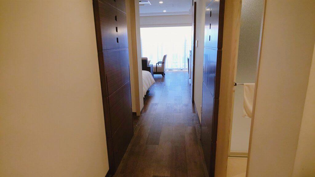 アラマハイナコンドホテル部屋玄関