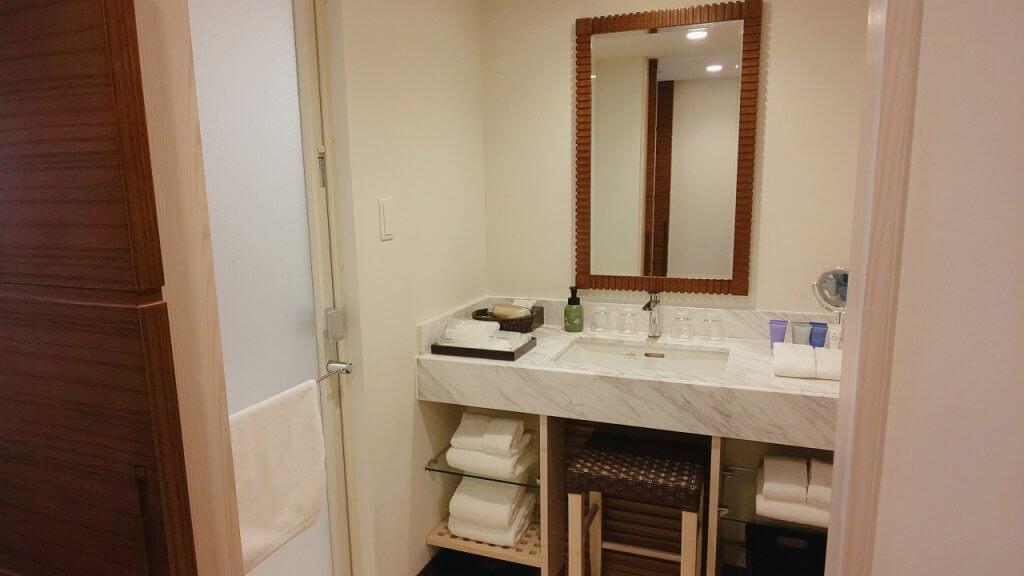 アラマハイナコンドホテル部屋洗面所