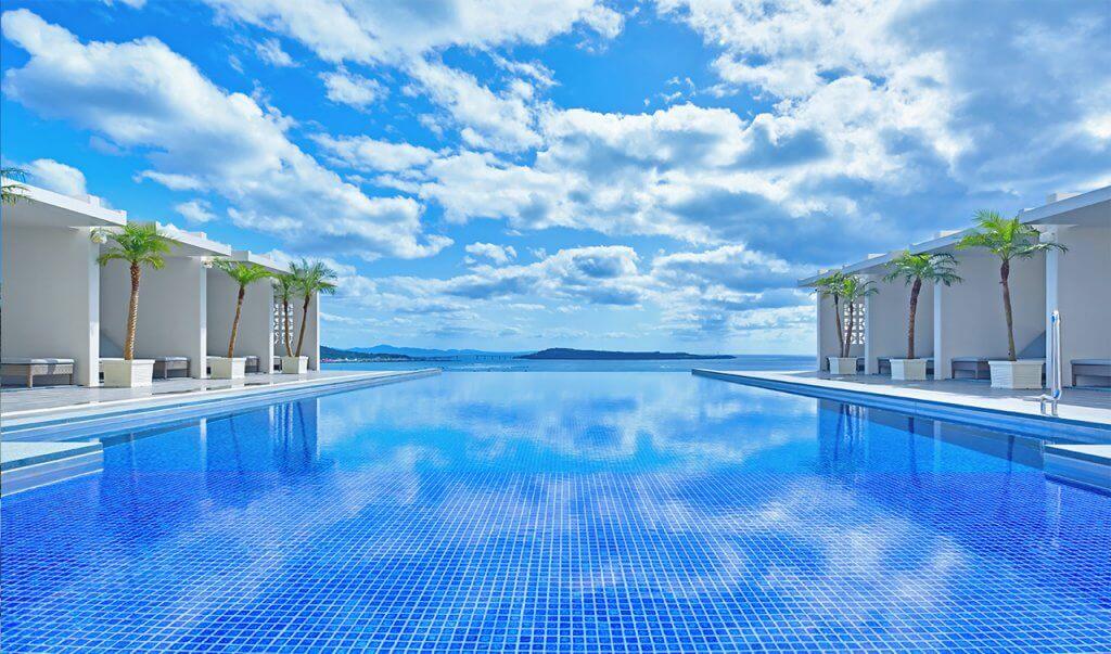 アラマハイナコンドホテル公式HPより引用プール