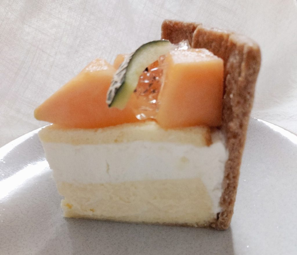 宮古島メロンキセキノチーズケーキの断面図